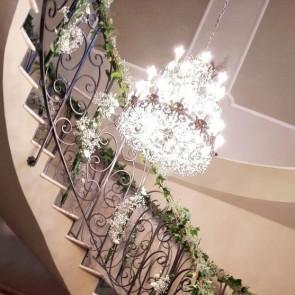 Decoración floral de escalera para comunión
