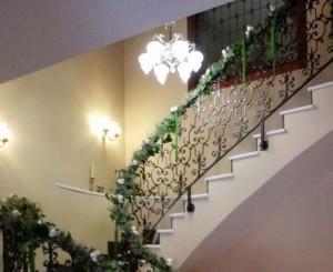 Adornos florales en escalera