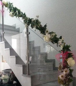 Decoración floral de escalera