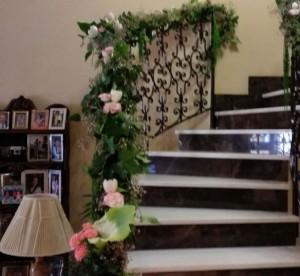 Bajante de escalera con flores