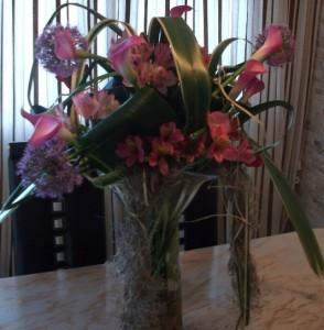 Decoración con centro de flores