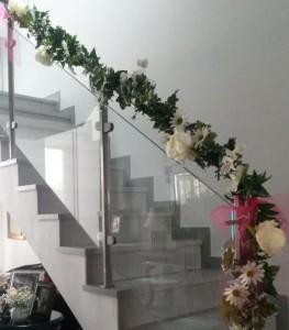 Decoración floral de escalera