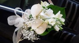 Adorno floral para el coche de novios