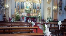 Decoración floral para ceremonia religiosa